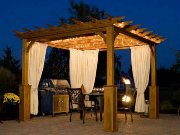 pergola jardín madera luces noche
