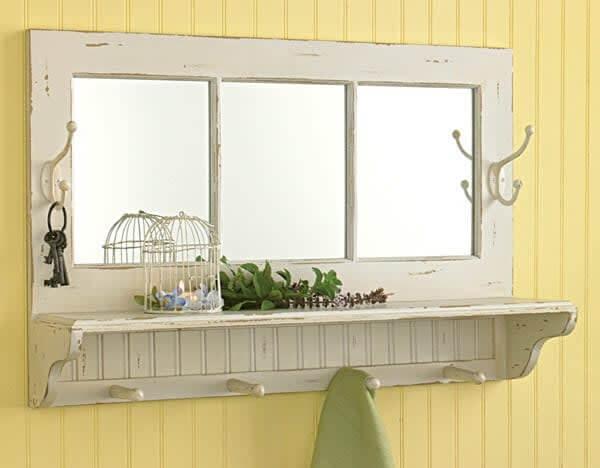 espejo y perchero con ventanas recicladas